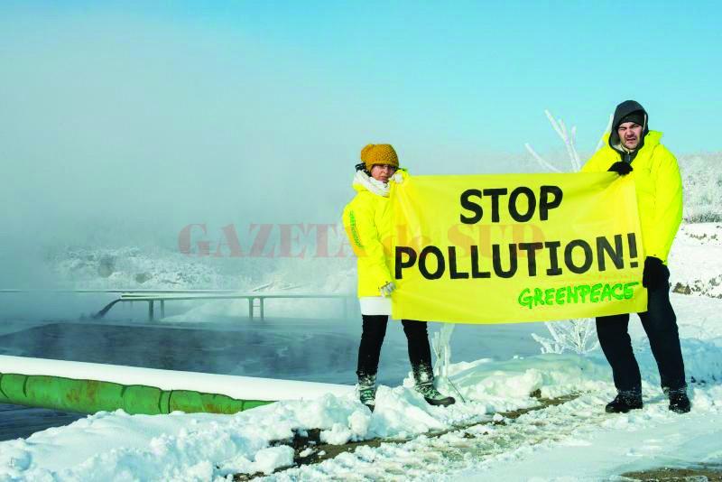 Membrii Greenpeace protestează împotriva CEO