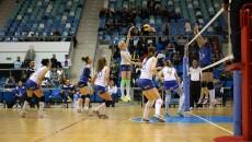 Jucătoarele din Bănie nu au câştigat nici un set în confruntarea cu vicecampioana CSM Târgovişte (foto: Claudiu Tudor)