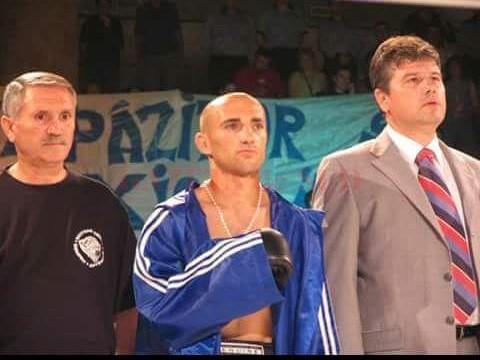 În 1998, cu Constantin Buzduceanu în colțul ringului, Sorin Tănasie devenea campion  mondial la juniori