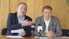 Fănel Văduva (stânga) şi Dan Naicu fac front comun împotriva lui Silviu Bogdan (Foto: Alexandru Vîrtosu)