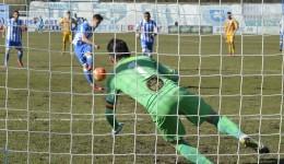Bogdan Vătăjelu a marcat după ce portarul Cobrea i-a apărat lovitura de la 11 metri (Foto: Alexandru Vîrtosu)