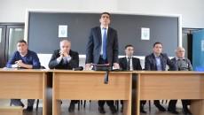 Silviu Bogdan (în picioare) și colegii săi din Comitetul Executiv trebuie să hotărască o nouă dată pentru alegerile de la AJF Dolj (Foto: Alexandru Vîrtosu)
