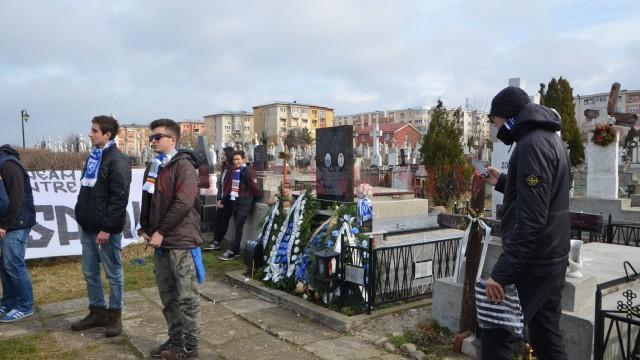 Suporterii au venit la mormântul lui Cristi Neamţu