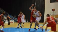 Bogdan Popescu (la minge) și colegii săi au suferit la Oradea a doua înfrângere din play-off (foto: arhiva GdS)