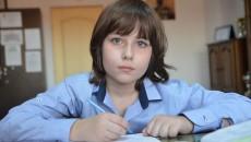 """Mihai Pătru, elevul Colegiului Național """"Carol I"""" din Craiova, care deși este în clasa a IV-a obține punctaj maxim la concursurile de matematică pentru gimnaziu (Foto: Claudiu Tudor)"""