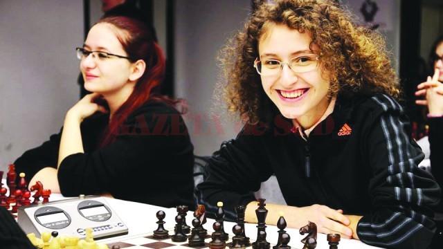 Dariana Didiliuc (dreapta) este multiplă campioană la şah, dar practică cu plăcere şi atletismul (Foto: Arhiva personală)