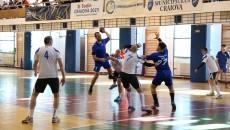 Vasile Luntraru (la minge) și colegii săi au reușit o victorie frumoasă (foto: Claudiu Tudor)