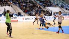 Alexandra Iovănescu (la minge) şi colegele sale au obţinut o victorie la limită (foto: Lucian Anghel)