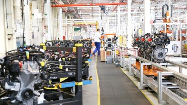 Exporturile au scăzut anul trecut în Dolj ca urmare a încetinirii ritmului de producție la Ford Craiova. Pe ansamblul județului, firmele au produs mai mult ca în 2014, dar au vândut mai puțin pe piața internă și externă. (FOTO: arhiva GdS)