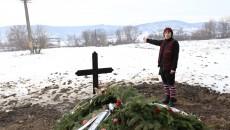 Femeia de 63 de ani a fost înmormântată într-o grădină, unde urmează să fie amenajat cimitirul baptist (FOTO: GdS)