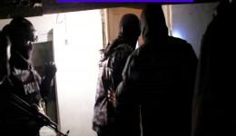 Anchetatorii au descins, ieri-dimineață, la domiciliile din Craiova ale unor cetățeni suspectați de trafic de persoane și furt calificat