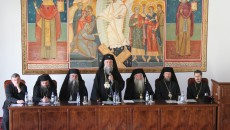 poza Facultatea de Teologie, in haine de sarbatoare