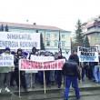 Peste o sută de sindicalişti din Gorj au protestat la Hunedoara