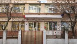 """După mai multe probleme cu legea, secretara Școlii nr. 36 """"Gheorghe Bibescu""""  a fost arestată preventiv pentru trafic de influență și înșelăciune (Foto: GdS)"""