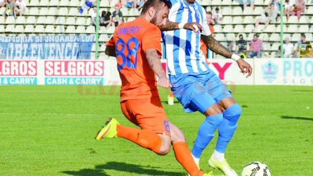 Obosit sau nu, Nuno Rocha trebuie să marcheze din nou şi să păstreze punctele în Bănie (Foto: Alexandru Vîrtosu)