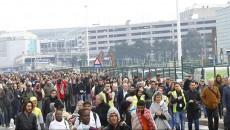 Pasagerii evacuați de pe Aeroportul din Bruxelles (Foto: Agerpres)