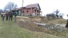 Pământul a luat-o la vale în comuna Bumbeşti-Piţic