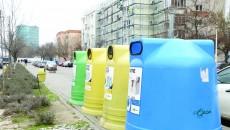 Craiovenii se deprind greu să colecteze selectiv deșeurile (Foto: Lucian Anghel)