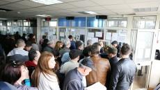 În timp ce craiovenii se înghesuie să își plătească impozitele și taxele, primăria le calculează eronat impozitul  în favoarea municipalității (Foto: Bogdan Grosu)