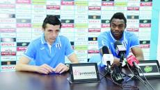 Mogoşanu şi Acka spun, cu jumătate de gură, că echipa poate prinde locul şapte (Foto: Alexandru Vîrtosu)