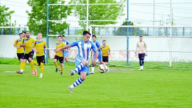 Lucian Buzan a bifat, marţi, primele minute în Liga a III-a (Foto: Alexandru Vîrtosu)