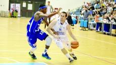Pilcevic (la minge) şi colegii săi sunt obligaţi să învingă  pentru a continua seria cu BC Mureş
