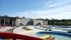 Procurorii DNA susțin că Primăria Craiova a fost păgubită cu aproape 500.000 de euro cu ocazia construcției clădirii pentru bazine acoperite (Foto: GdS)