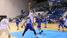 Cătălin Burlacu (la minge) și colegii săi vor să realizeze o performanță notabilă în acest sezon