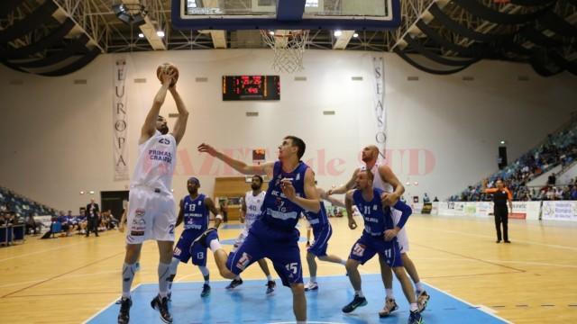 Pantic (la minge) și colegii săi au fost învinși și în al doilea meci (foto: Bogdan Grosu)