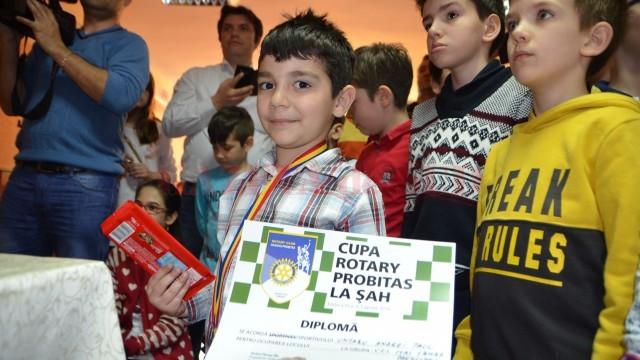 Andrei Untaru are cinci ani. El a primit diplomă pentru cel mai tânăr participant