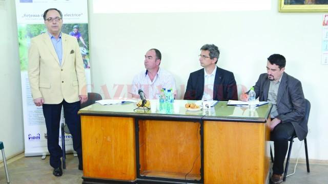 Ionel Dumitrescu, președintele PLIMM, Krasimir Kirilov, președinte Camera de Comerț și Industrie Vidin, Efrim Stefanov, președintele Agenției de Dezvoltare Regională Vidin, și Silviu Bratu de la ARIES (Foto: Claudiu Tudor)