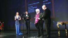 Alina Șerban, Marian Politic și George Banu înmânându-i  Premiul Special ETP pentru Silviu Purcărete lui Ilie Gheorghe (Foto: Bogdan Grosu)