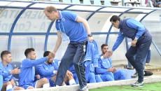 Victor Naicu (stânga) este de părere că toată lumea a făcut eforturi ca echipa să încheie sezonul pe locul şapte şi să se califice în Liga Europa (Foto: Alexandru Vîrtosu)