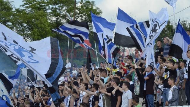 Suporterii le-au cerut explicaţii jucătorilor şi staff-ului tehnic de la CSU (foto: Alexandru Vîrtosu)