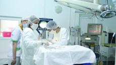 Ieri, în sala de operație a Clinicii ORL din cadrul Spitalului Județean de Urgență Craiova, a avut loc o intervenție chirurgicală realizată cu noul echipament (Foto: Claudiu Tudor)
