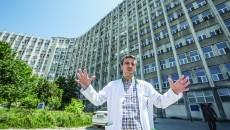 Bolnavii vor fi vizitaţi cu halat şi botoşei în picioare, afirmă Bogdan Fănuţă managerul spitalului (Foto: Ştefan Voinea)