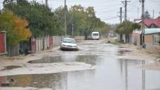 Strada Alexandru Vlahuță din Dăbuleni se inundă după fiecare ploaie. Așa arăta anul trecut, când localnicii ne-au sesizat la redacție prima dată (Foto: Arhiva GdS)
