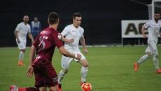 Mateiu (la minge) şi colegii săi au fost neputincioşi la Cluj (foto: csuc.ro)