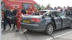 O elevă de 15 ani, pasageră pe bancheta din spate a autoturismului Audi, a murit în urma accidentului