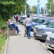 O bancă și un cărucior ocupă tot trotuarul pe bulevardul Nicolae Titulescu (FOTO: Claudiu Tudor)