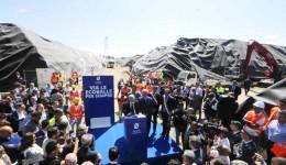 Pe 30 mai, guvernatorul Vincenzo de Luca  a ţinut o conferinţă de presă în Villa Literno, unde au început să fie încărcaţi primii ecobaloţi care să fie transferaţi în mai multe ţări printre care şi România (FOTO: larepubblica.it)