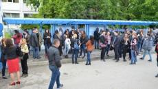 """929 de elevi au fost așteptați ieri în sălile de examen de la Colegiul """"Ștefan Odobleja"""" din Craiova, pentru a susține probele de verificare a cunoștințelor de comunicare în limba engleză"""