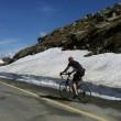 Primii biciclişti pe Transalpina din acest sezon (Foto: Victoria Travels)
