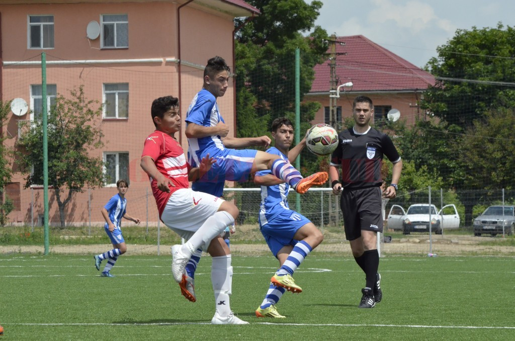 Alb-albaştrii au trecut de CSS Slatina şi s-au calificat la turneul semifinal (foto: Alexandru Vîrtosu)