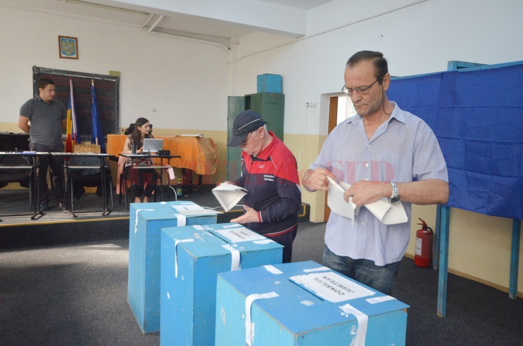 Puțini craioveni au venit la urne pentru a-și alege primarul (Foto: Traian Mitrache)