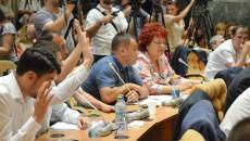 Consilierii PNL protestează împotriva amânării validării consilierului care să-i ia locul lui Badea (Foto: Marian Apipie)