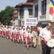 Parada iei a atras sute de localnici şi turişti