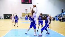 Travis Bureau (la minge) nu a putut juca în play-off în sezonul trecut din cauza unor probleme legate de şederea în România (Foto: Arhiva GdS)