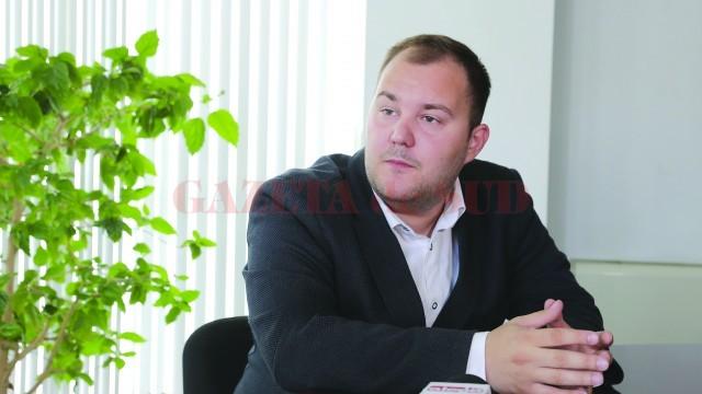 Tânărul Lucian Popa a studiat în Bradford, în Marea Britanie, însă s-a întors în Craiova, unde și-a deschis o afacere (Foto: Lucian Anghel)