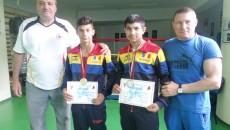 Antrenorii Ion Joiţa (stânga) şi Ion Dragomir, alături de cei doi medaliaţi de la SCM,  Toboșaru şi Bambaloi (Foto: Daniela Mitroi-Ochea)